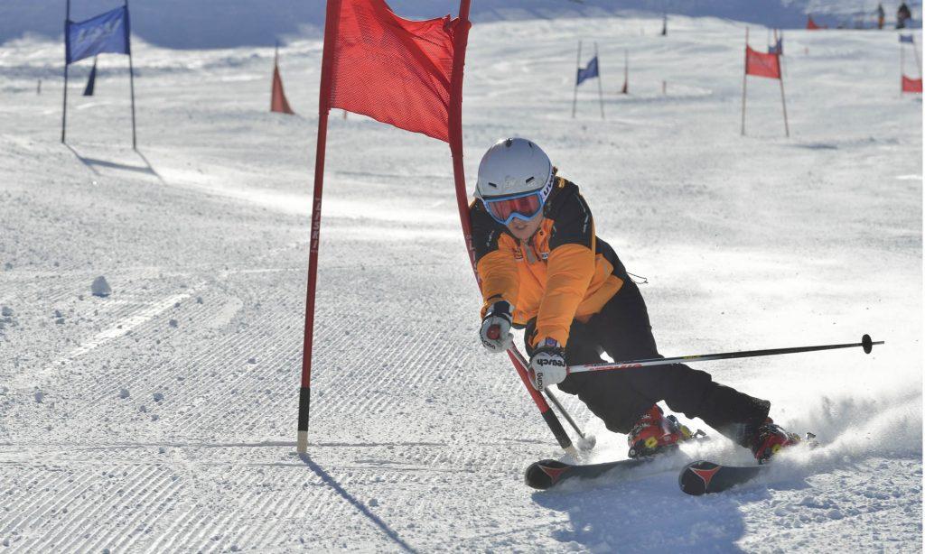 Ingrid Salvenmoser beim Race Carven auf der Piste.