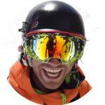 Der Skilehrer Stefan Baumgartner lächelt in die Kamera.