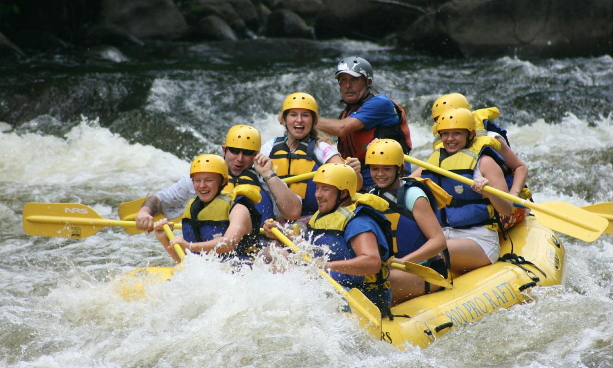Eine Rafting Tour in der Gruppe.