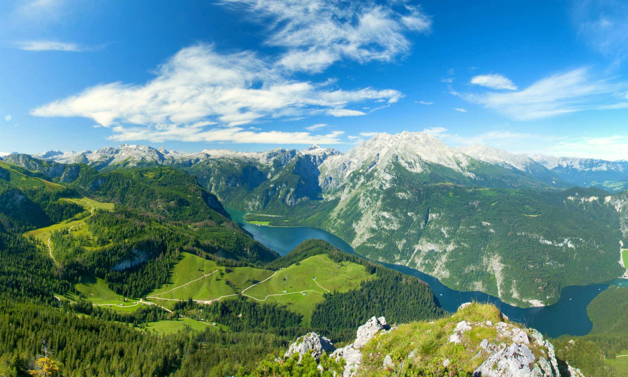 Das Panorama im Berchtesgadener Land mit Blick auf Königssee und Watzmann.