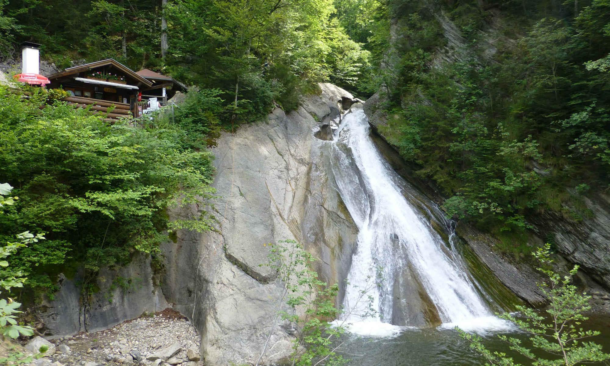 Die 18 m lange Naturrutsche in der Starzlachklamm.