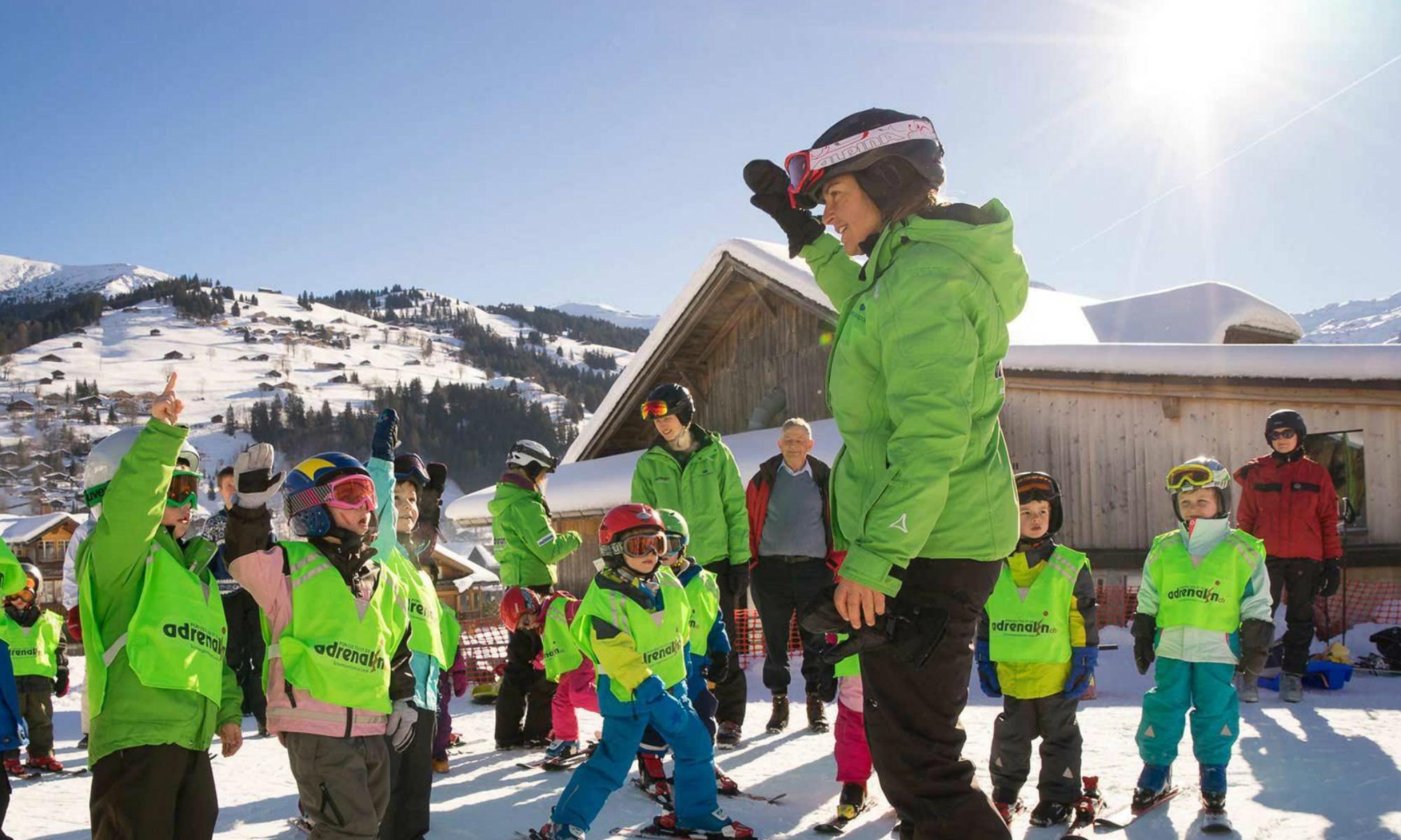 Kinder beim Skikurs der Skischule Adrenalin in Lenk.