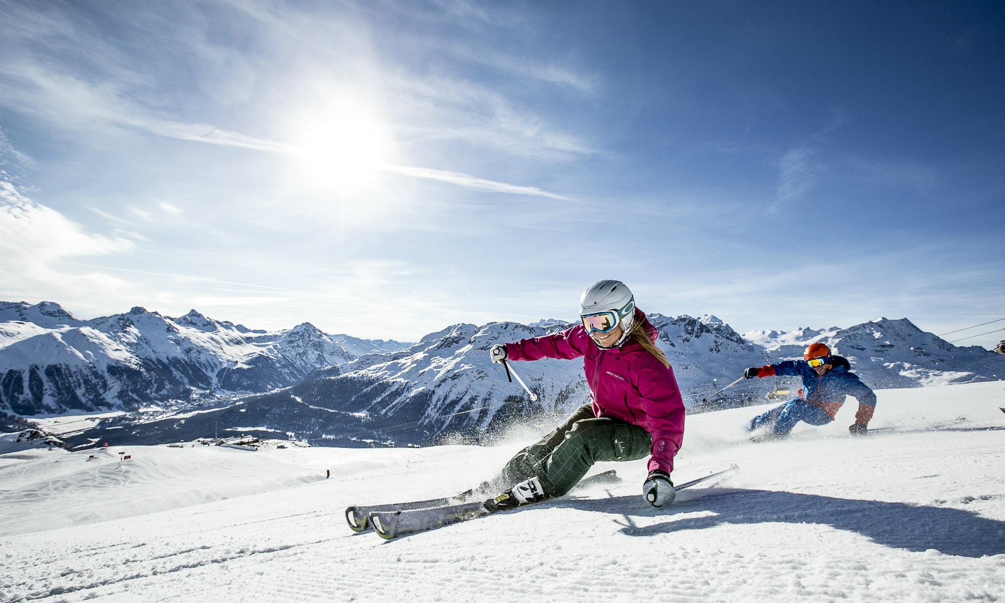 Zwei Skifahrer auf den Pisten in St. Moritz.