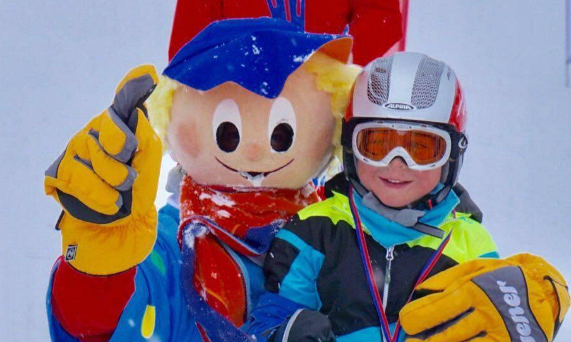 Das Maskottchen Snuki sorgt im Kinderland in Bayrischzell immer für Spaß.