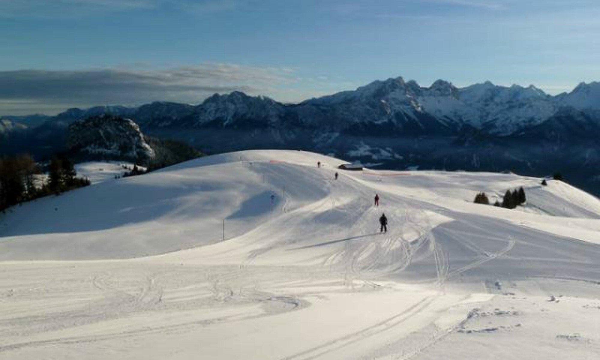 Bergpanorama in Lofer von der Schwarzeck Skipiste aus.