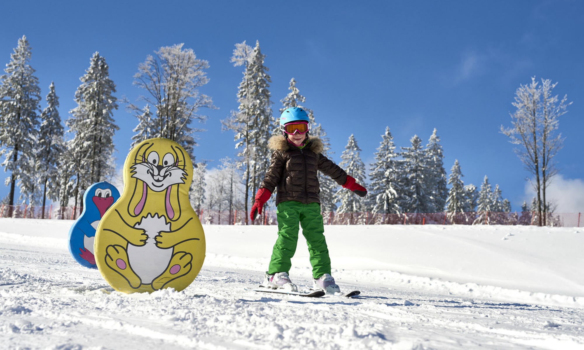 Kind beim Skifahren lernen im Kinderland am Großen Arber.