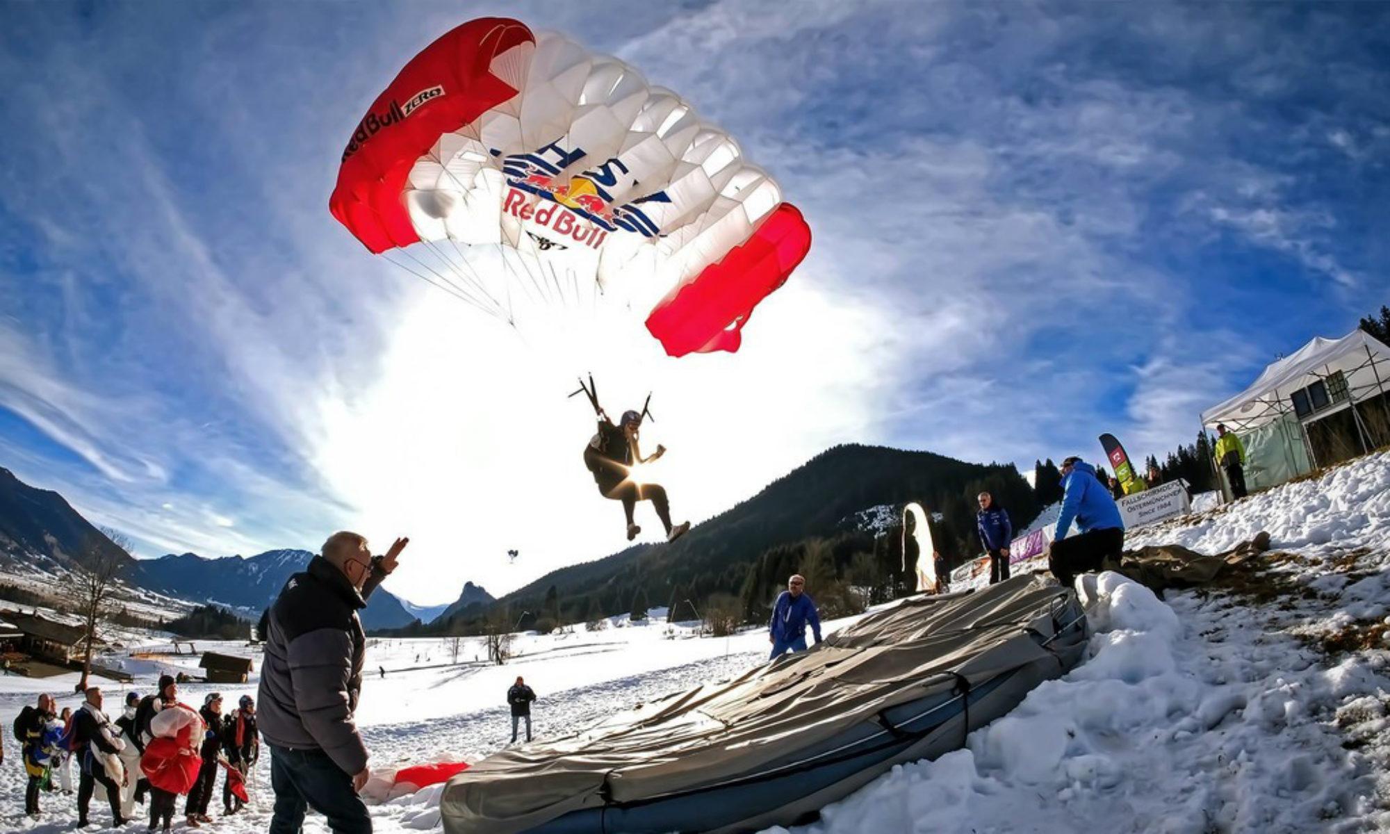 Toni Gruber beim Landen nach einem Fallschirm-Zielsprung.