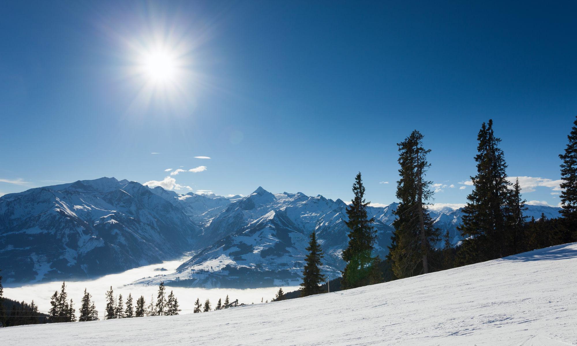 Panoramisch uitzicht op de omliggende bergen van het skigebied Kaprun.
