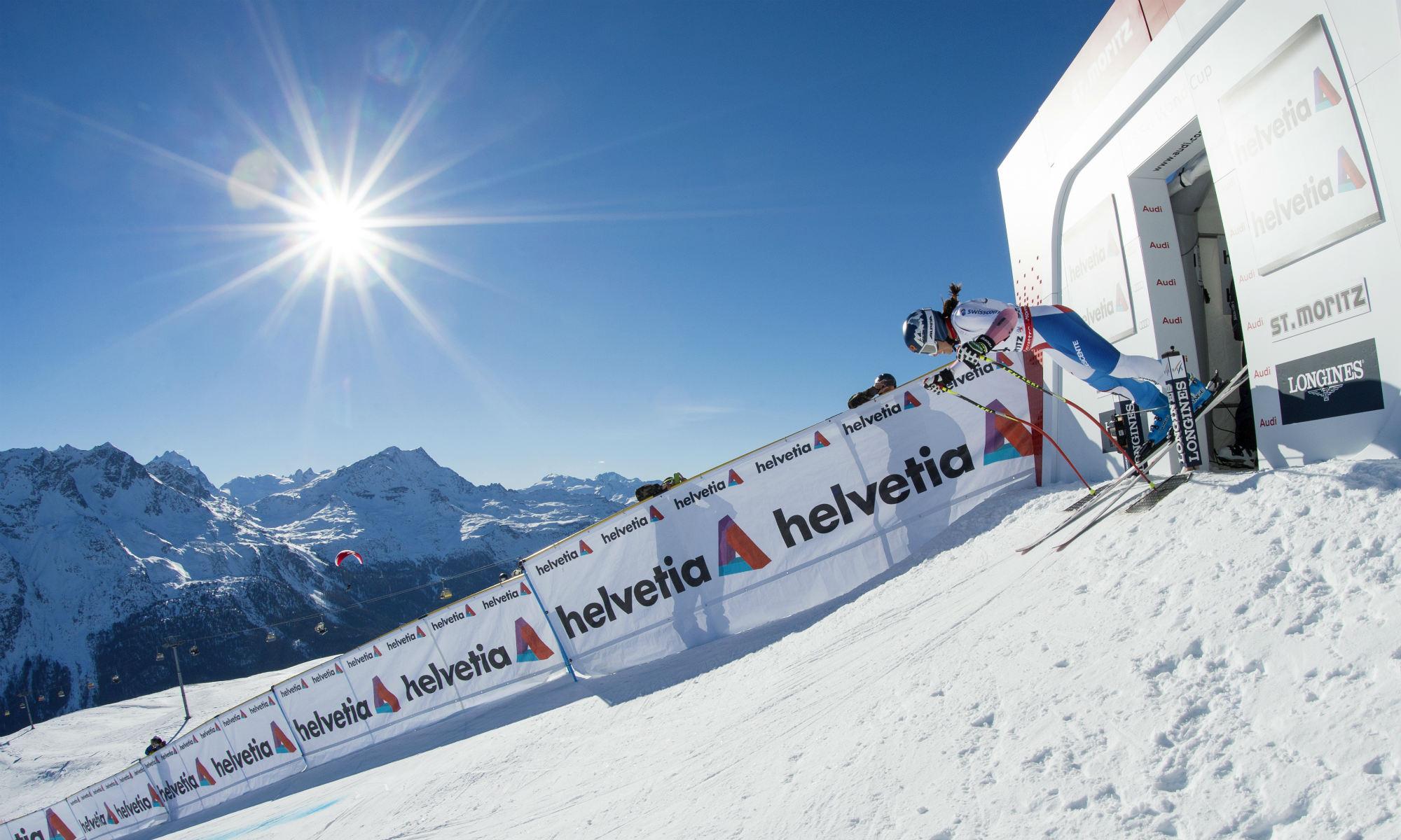 Un corridore sulla Corviglia all'annuale gara annuale di Coppa del Mondo FIS a St. Moritz.