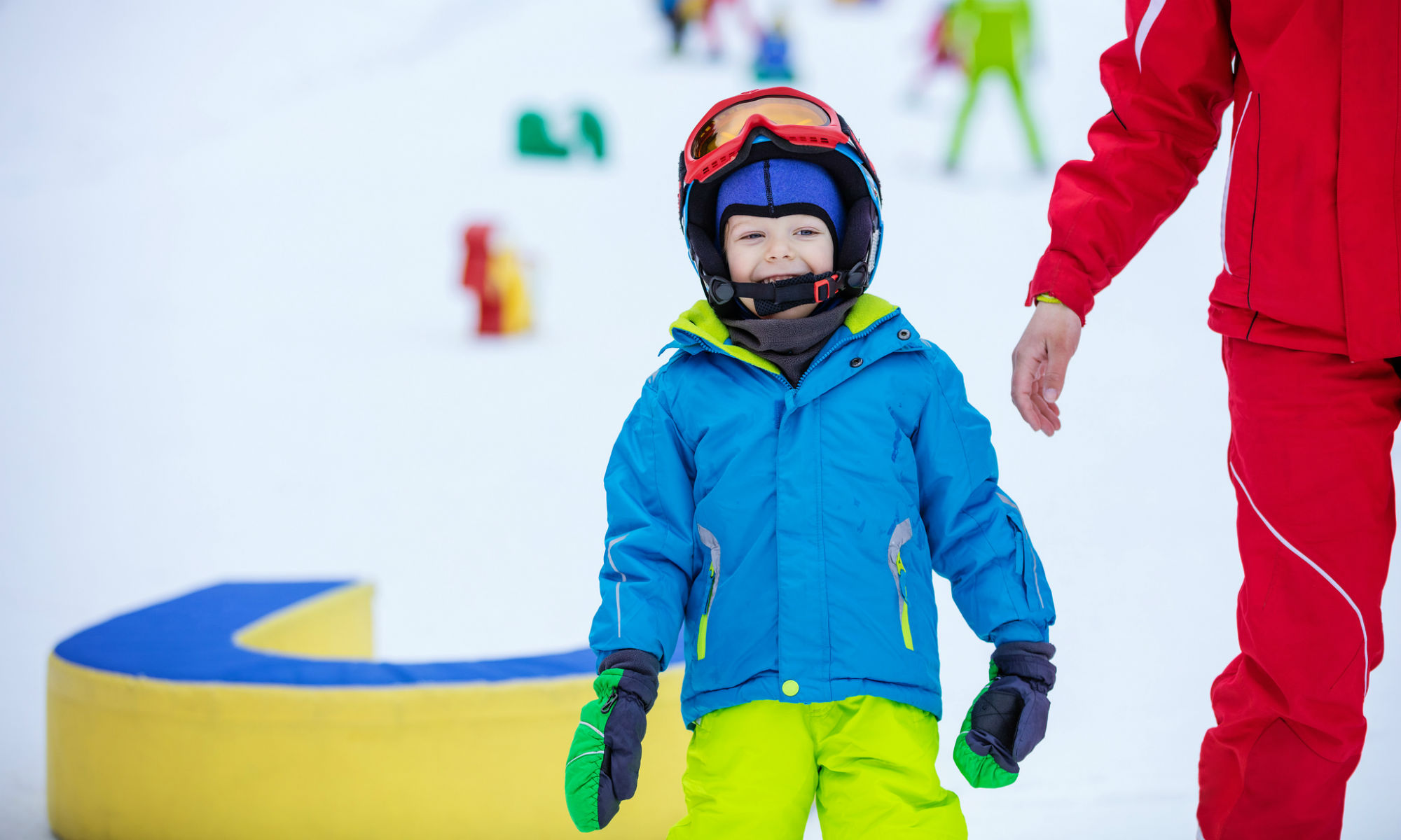 Lächelndes Kind während des Skikurses im Skigebiets Morgins.