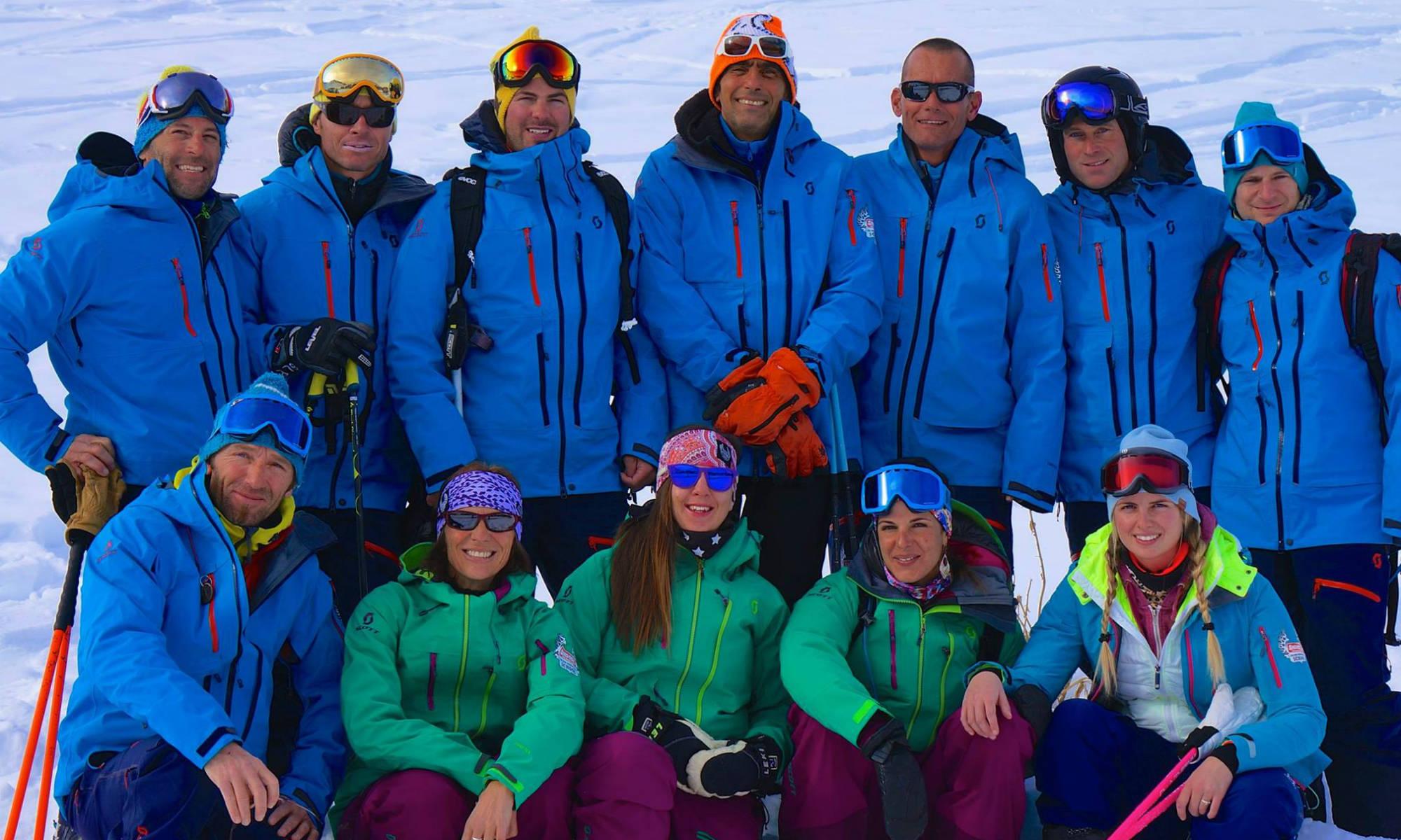 L'équipe des moniteurs de l'école de ski Snocool.