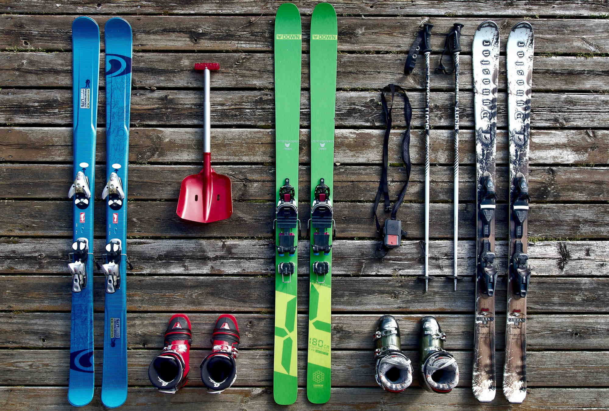 Basic freeriding equipment including a shovel and an avalanche transceiver.