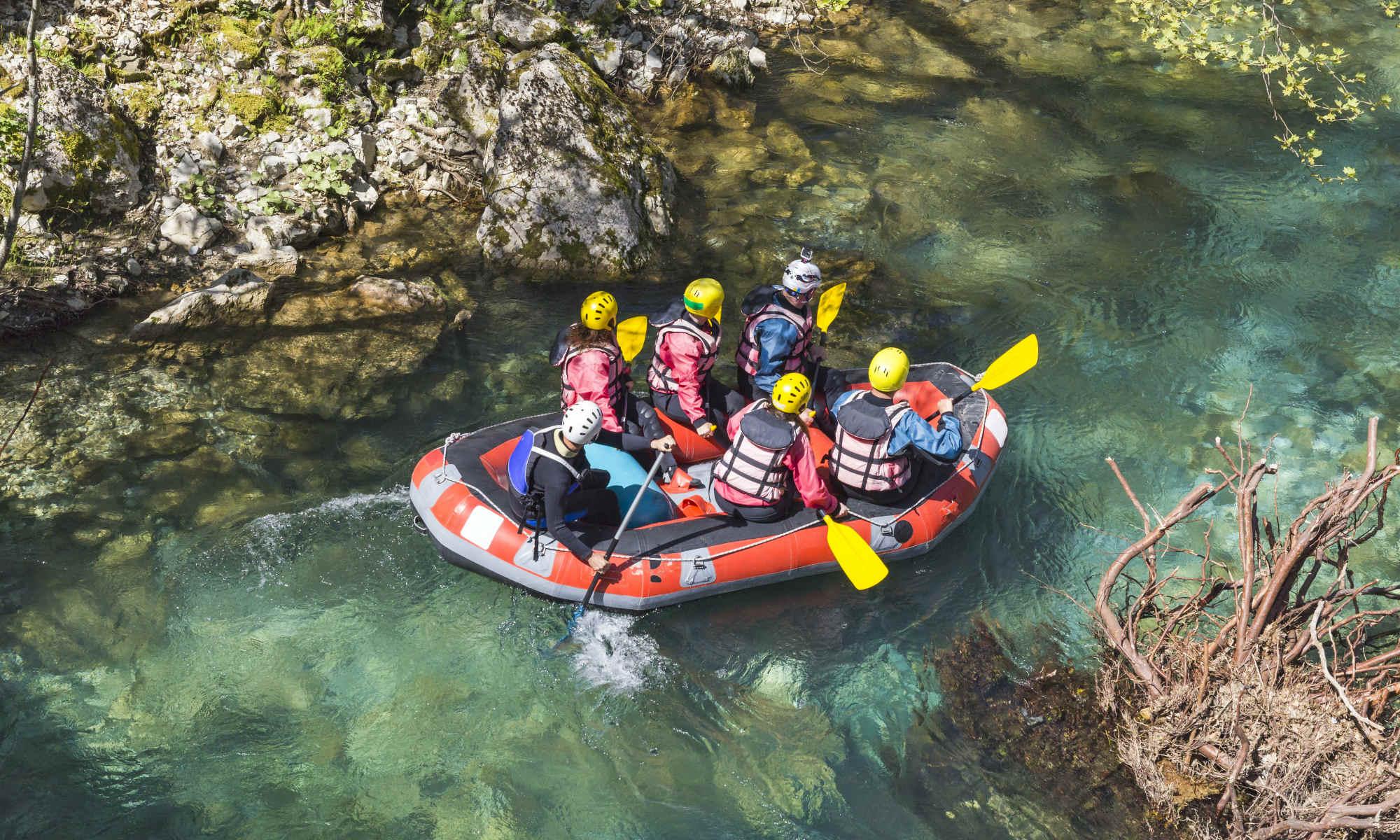 Un gruppo discende un fiume molto facile.
