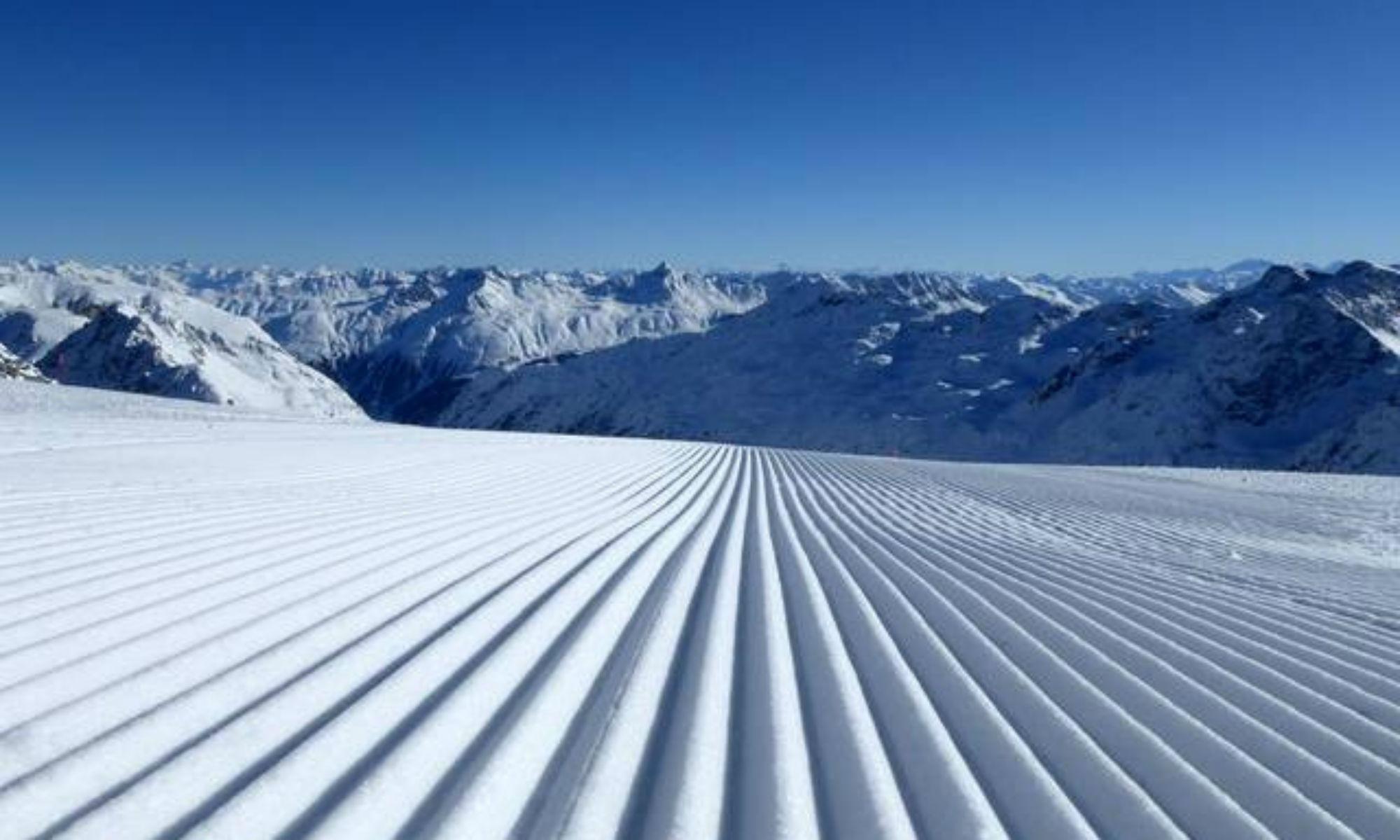 Frisch präparierte Piste im Skigebiet Corvatsch-Silvaplana.