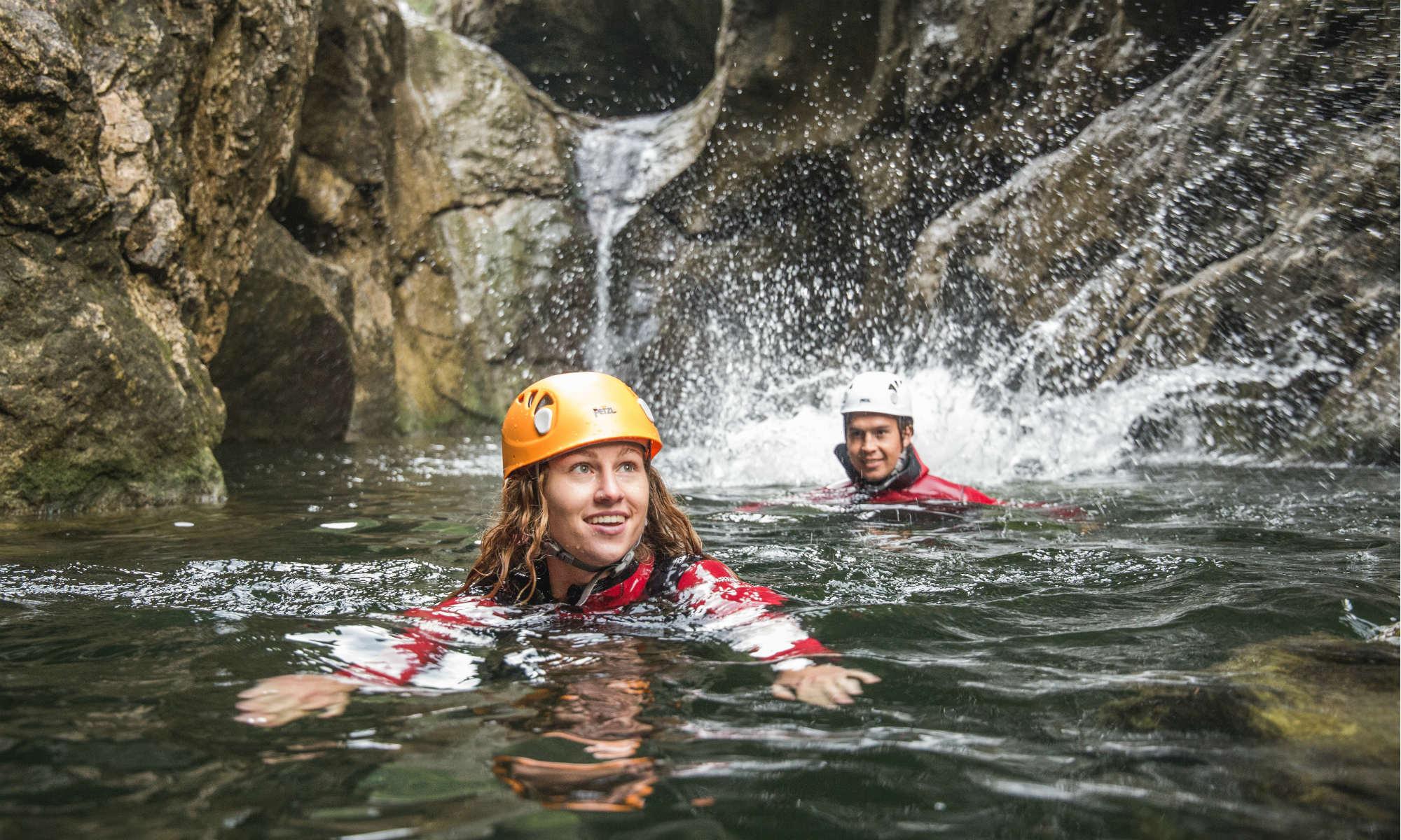 2 ragazzi fanno canyoning a Salisburgo.