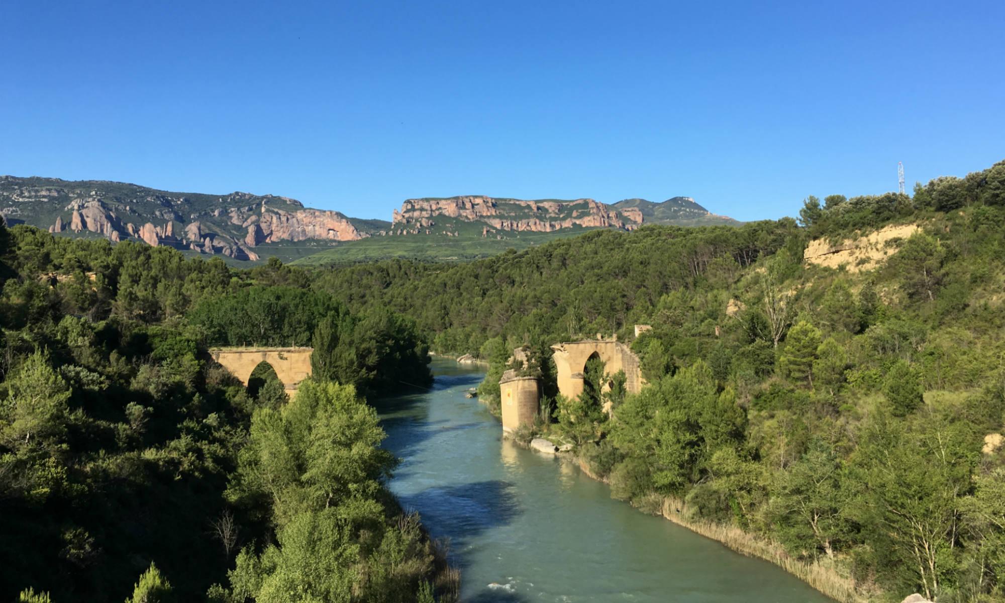 Der Fluss Río Gállego in der spanischen Provinz Aragón.