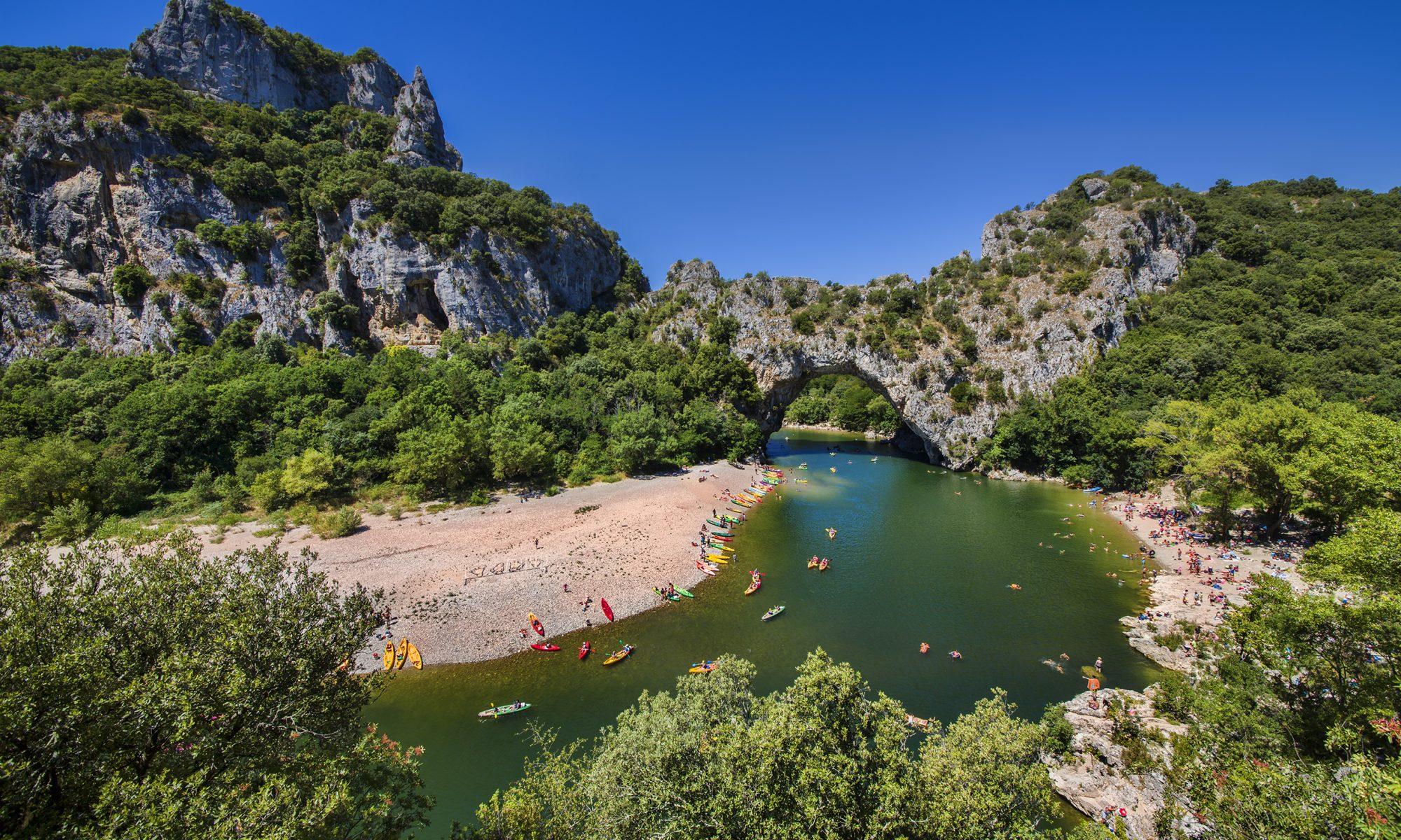 Les meilleures descentes en canoë en Ardèche.