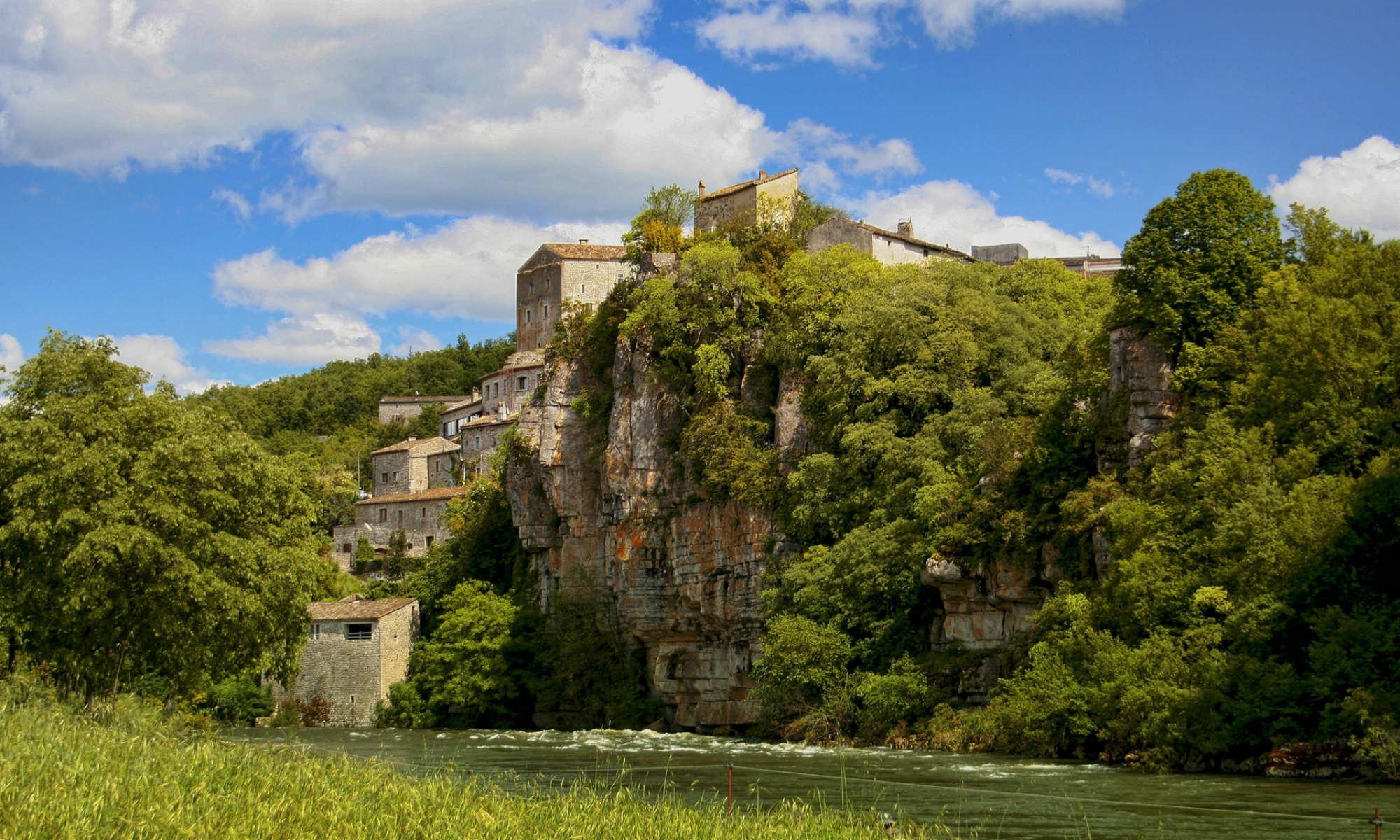 Le village de Balazuc en Ardèche.