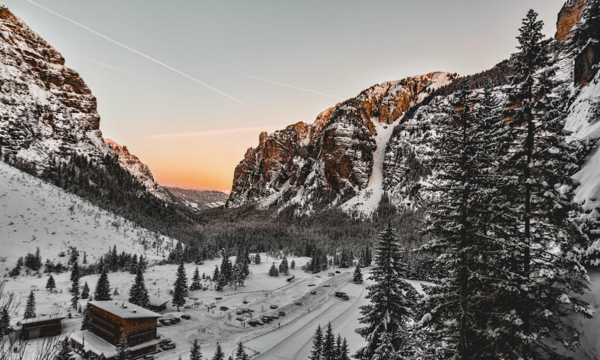 Paesaggio delle Dolomiti e del Parco Naturale Fanes-Senes-Braies visto da San Vigilio di Marebbe.