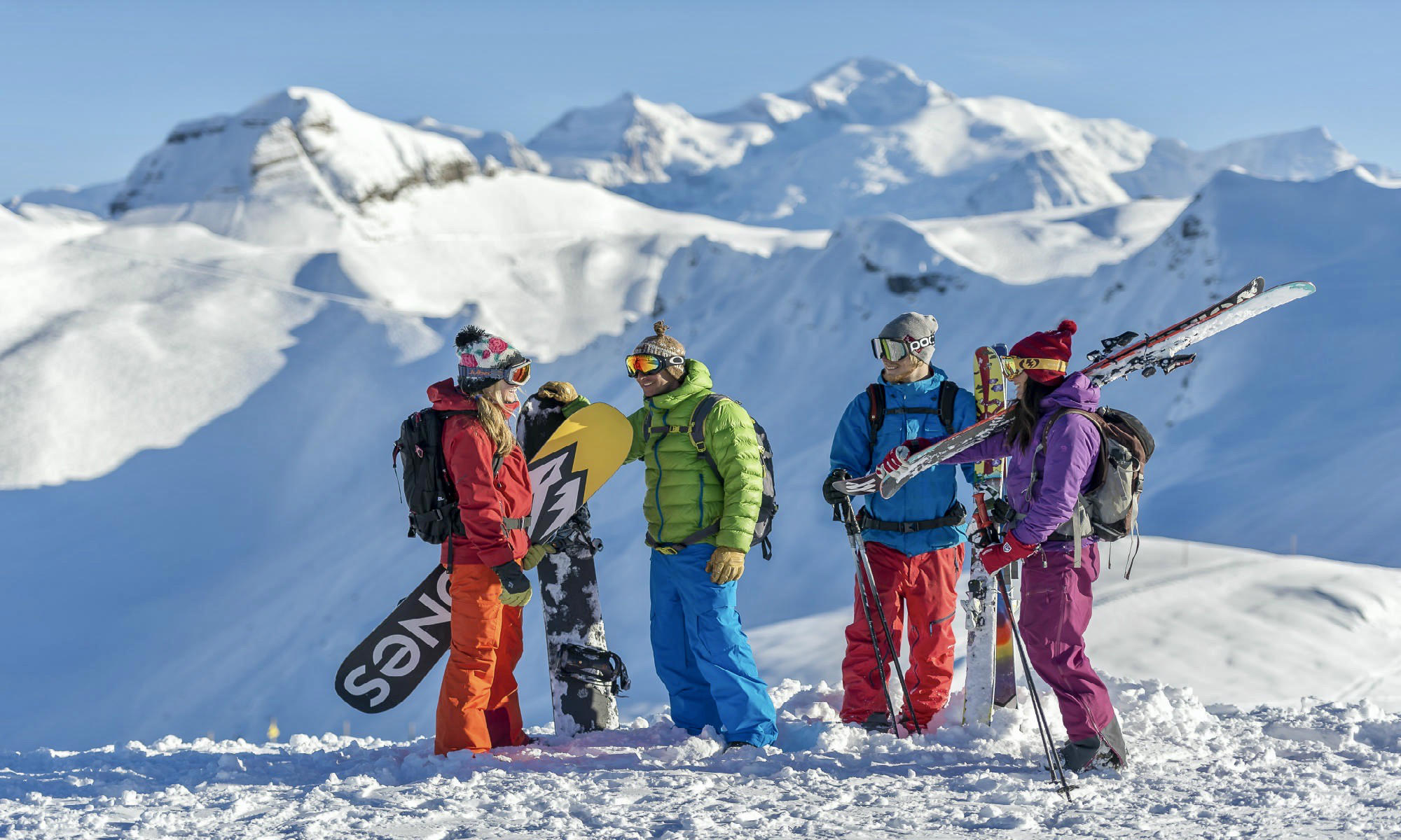 A group of skiers and snowboarders up on the mountains at Samoëns.