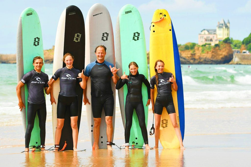 A group poses at the end of a surfing lesson in Biarritz.