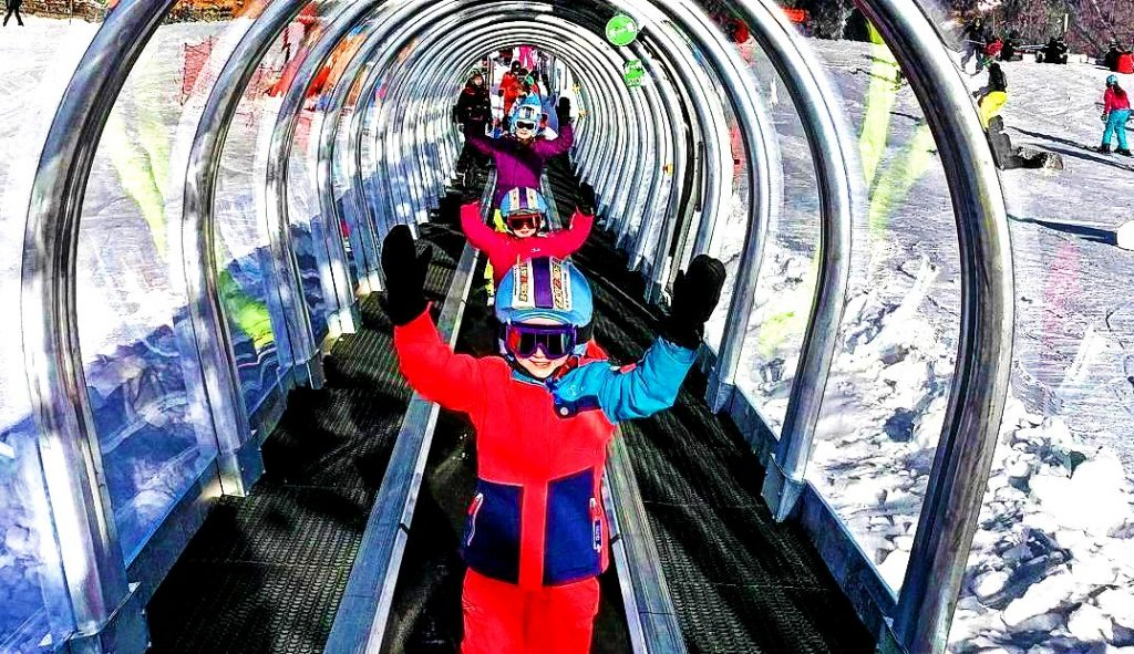 Children learn to ski in Morzine thanks to the magic carpet and the children's area.