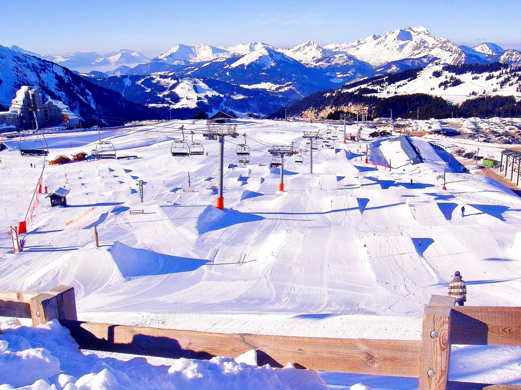 The slopes are prepared early in the morning, so they will welcome those who wish to learn to ski in Avoriaz.