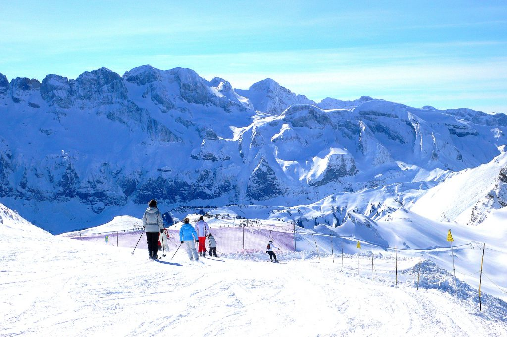 A ski instructor is helping students learn to ski in Chatel.
