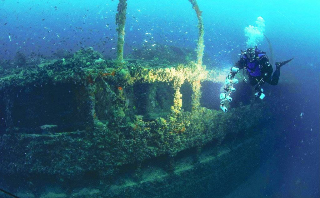 A diver is inspecting a shipwreck near Rovinj.