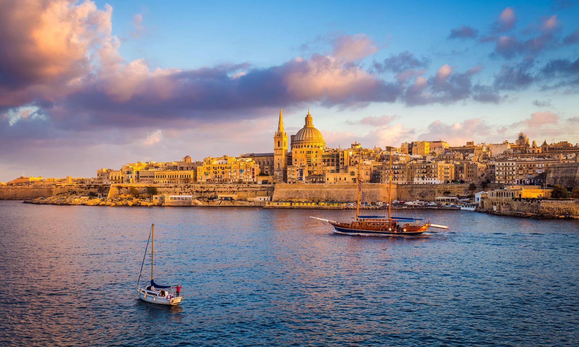 Blick vom Meer auf Malta.