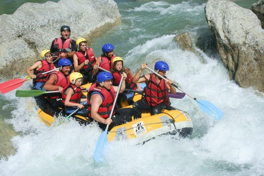 A group of people rafting on the Verdon.