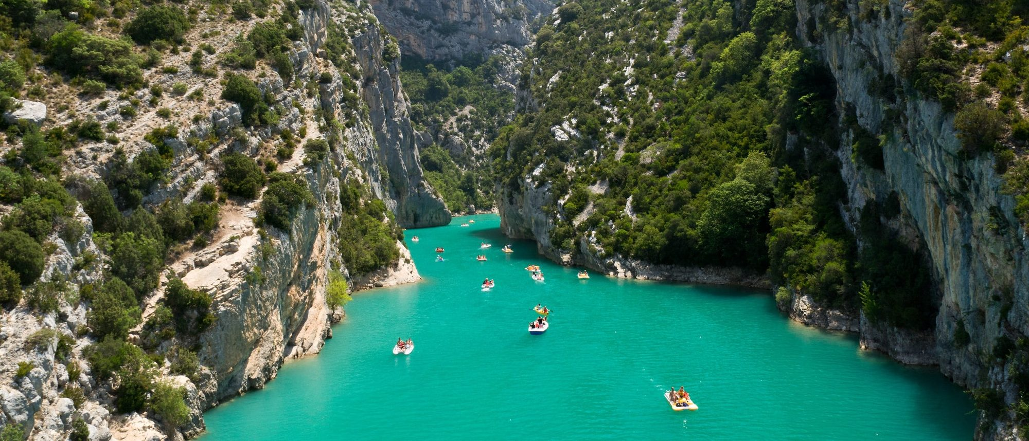 The beautiful turquoise blue waters of Gorges du Verdon.