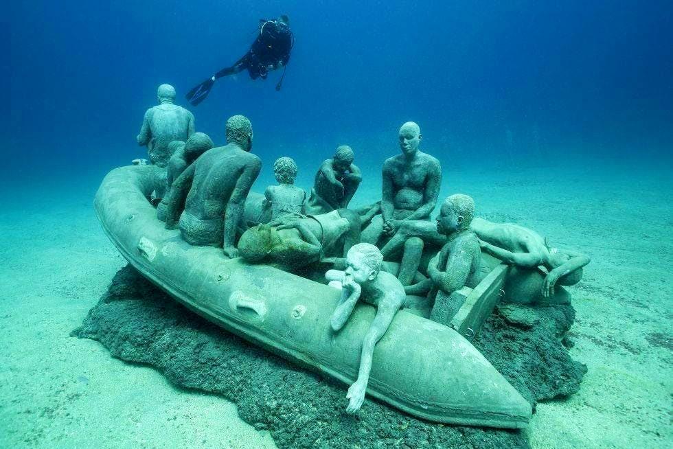 Beim Tauchen auf den Kanarischen Inseln könnt Ihr das einzigartige Unterwassermuseum, Museo Atlántico, besuchen.
