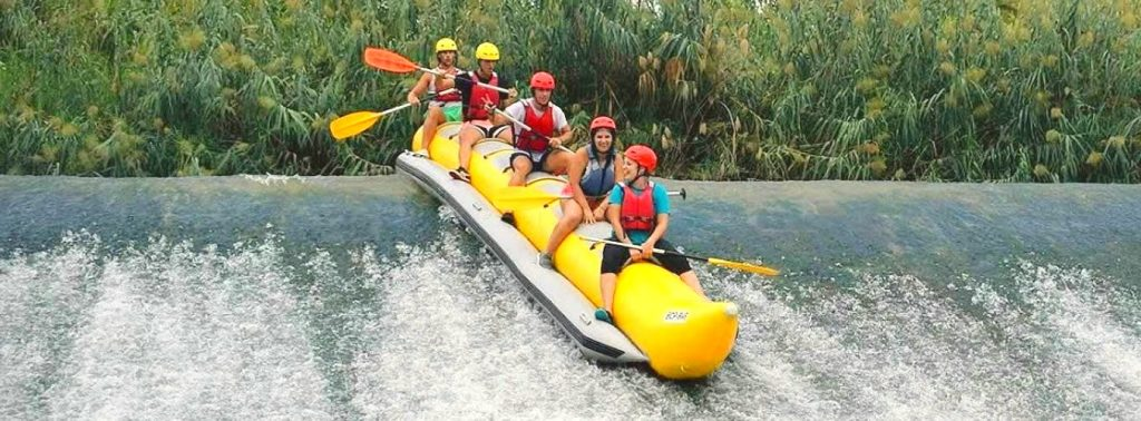 Falls eine Raftingtour auf dem Segura nicht ganz das Richtige für Euch ist, solltet Ihr eine Banana-Boot-Tour probieren.