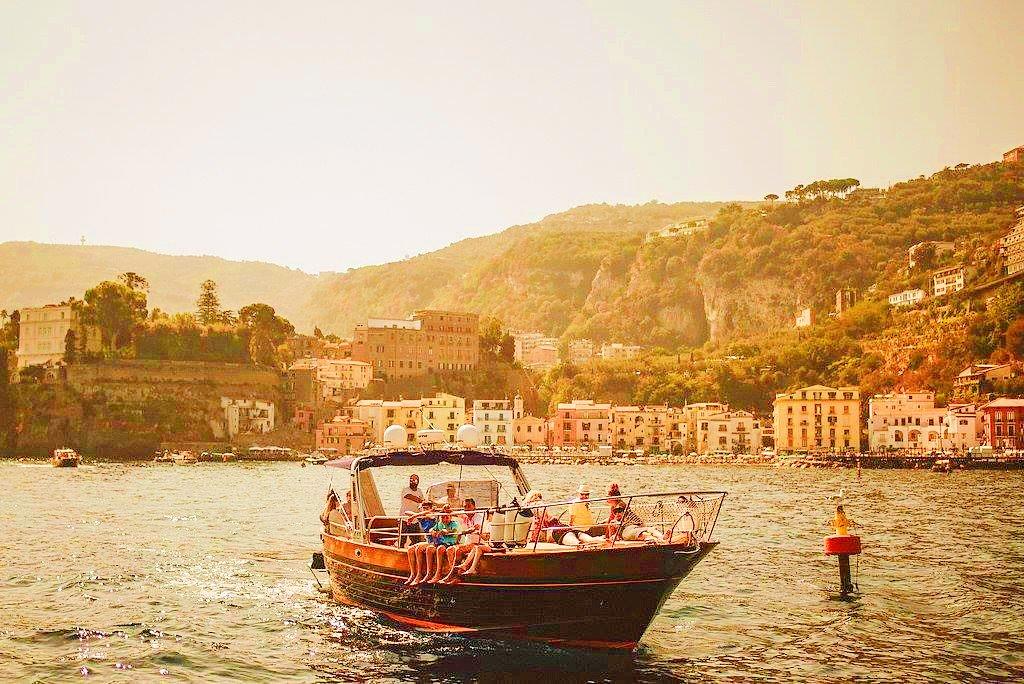 Eine Bootstour in Sorrent auf dem Weg nach Capri.