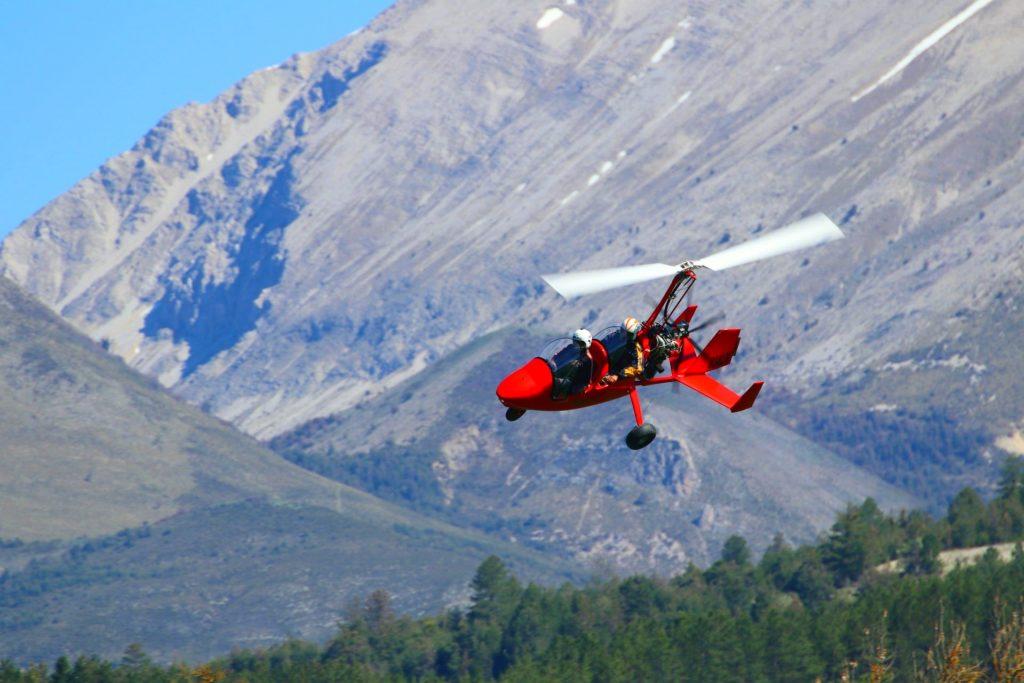 Paragliding in Verdon ist nicht die einzige Möglichkeit, den Ort fliegend zu erkunden: Ein Gyrokopter-Flug ist eine lustige Alternative.