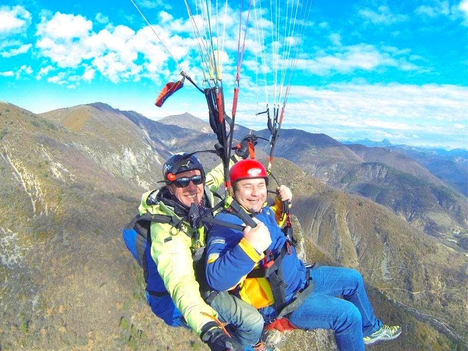 Paragliding in Verdon ist ein unvergessliches Erlebnis, bei dem Ihr atemberaubende Ausblicke genießen könnt.
