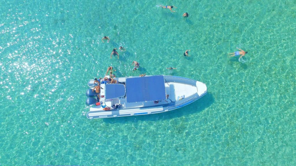 Una vista dall'alto del mare di Punta Prosciutto, perfetto per lo snorkeling.