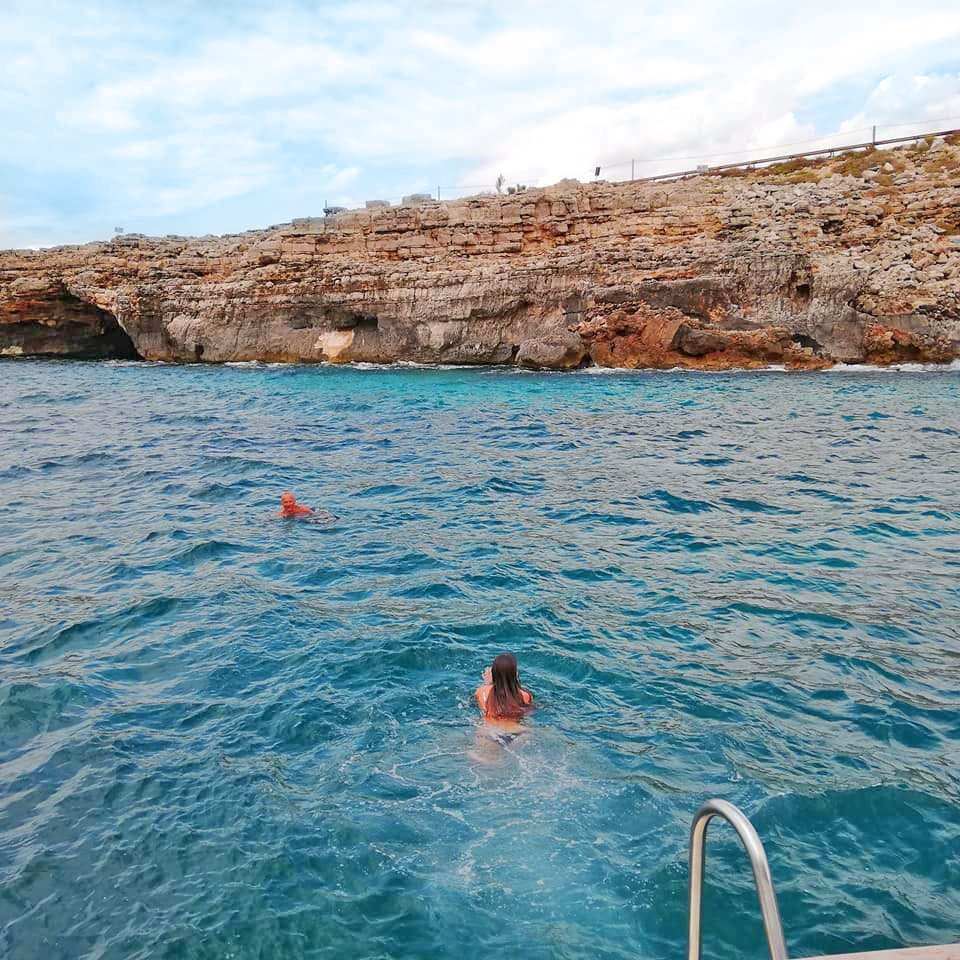 Due persone fanno snorkeling a Santa Maria di Leuca.