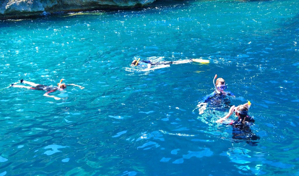 A group is snorkelling in Port d'Andratx.