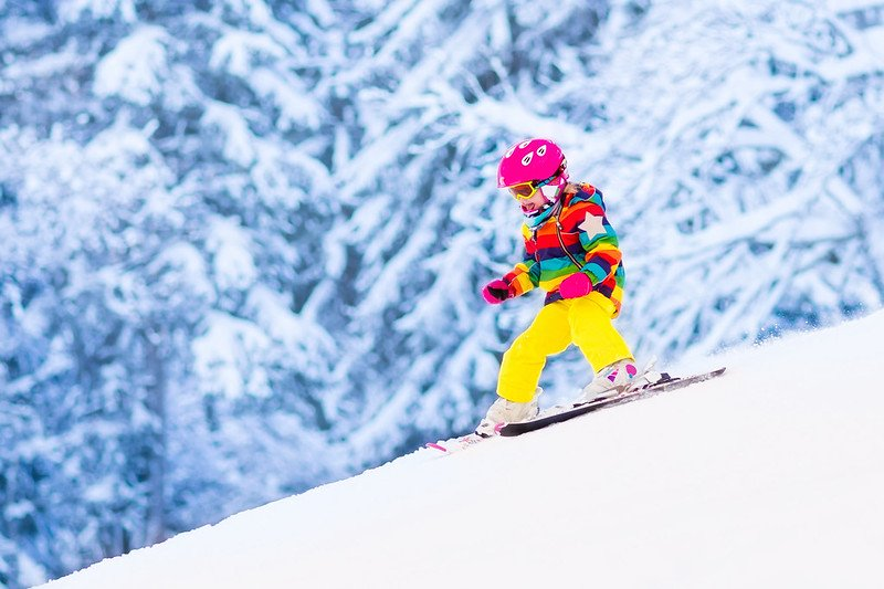 A little girl is skiing in Cantabria in Spain and having fun.